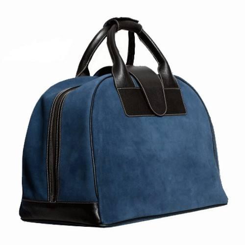 b651b38b6 Nuestro bolso de viaje fabricado a mano en piel de serraje y asas en  vacuno. Es ideal para llevar cómodamente tu equipaje a la hora de realizar  un viaje de ...